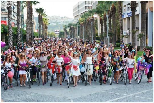 donne-in-bicicletta-izmir-e1442822214551