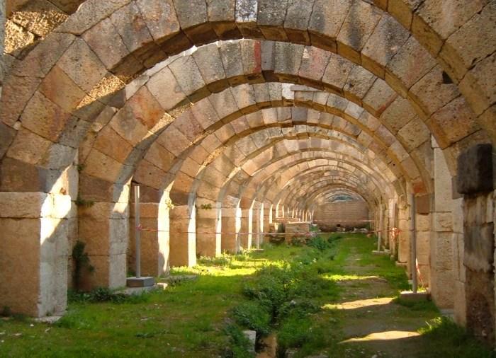 Agorà - Smirne (Fonte immagine: greeceturkeytours.com)